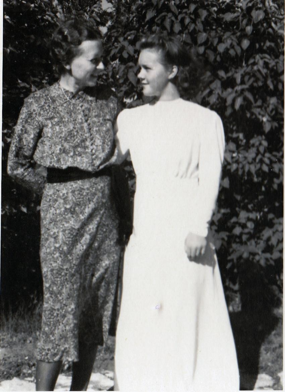 """""""Margit och Birgitta på B:s konfirmation."""""""