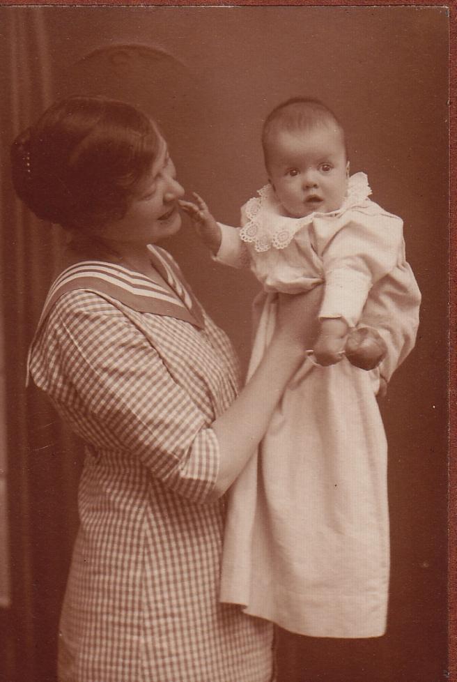 Mormor och mormorsmor, c:a 1914.